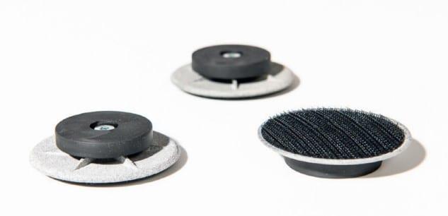 3 Flomo Magnets disposés sur le sol