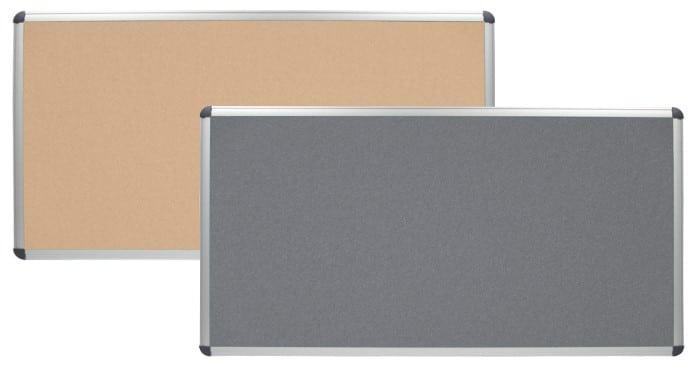 Panneau scolaire avec revêtement gris devant un panneau scolaire en liège